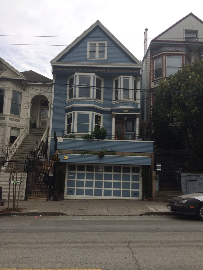 C 39 est une maison bleue adoss e la colline for Adresse de la maison bleue san francisco